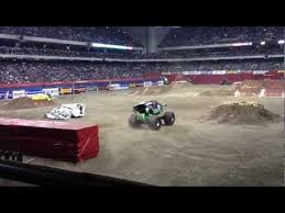 Grave Digger At Monster Jam 2013 Alamodome Youtube