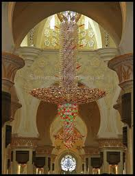 mezquita sheikh zayed the world s largest chandelier hanging under the main dome of sheikh zayed