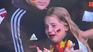 Euro 2020, insulti social alla piccola tifosa tedesca: raccolta fondi dall' Inghilterra - Eurosport