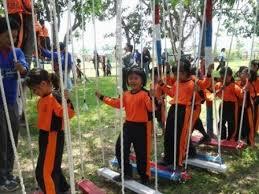 Tempat outbound wisata edukasi ini masih alami, hawa sejuk dan dikelilingi sawah. Alas Prambon Outbound Sidoarjo 0857 3253 4222 Alas Outbound Prambon Sidoarjo Surabaya Game Edukasi