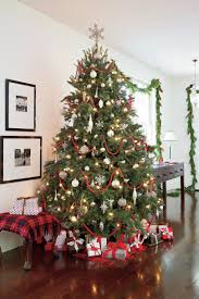 25 NonTraditional Christmas Decorating IdeasRed Silver And White Christmas Tree