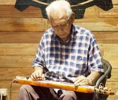 Alat musik ini terbuat dari kayu dan kulit binatang. 13 Alat Musik Tradisional Khas Maluku Gambar Dan Cara Memainkannya Mantabz