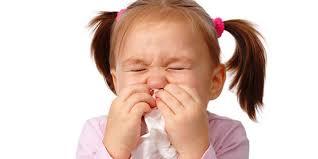8 طرق منزلية للتخلص من نزلات البرد عند الأطفال | البديل