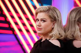 Kelly Clarkson Talks Ariana Grande on ...