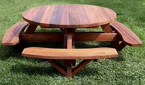 round picnic table with attached by size handphone