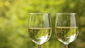 Afbeeldingsresultaat voor koele witte wijn