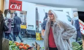 Al mercato col pancione. Eleonora Daniele fa la spesa ...