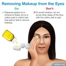 removing makeup from the eyes