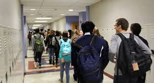 Hallway Talk: Upperclassman Weigh in on 'Promposals' – The Searchlight