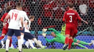 UEFA, İngiltere-Danimarka maçı hakkında soruşturma başlattı