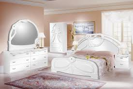 Image of: White Bedroom Furniture Sets Queen