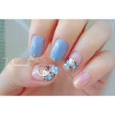 夏のフラワーネイルブルーが1色入るだけでおしゃれな夏らしいデザイン