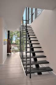 Stahl nützen wir hauptsächlich zur strukturellen verstärkung und für ausgefallene designs. Mittelholmtreppe Design Schwarz Gelander Stahl Treppen Design Stahltreppen Metalltreppe
