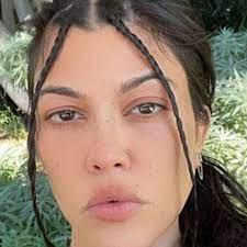 Kourtney Kardashian goes make-up free ...