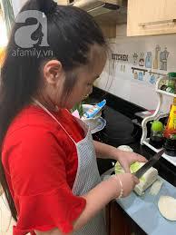 Cô bé lớp 5 học trên mạng làm hàng chục món ăn ngon, lịch học ở nhà vẫn rất  chỉn chu