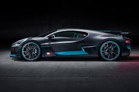 The divo is 35kg lighter than the chiron, and can generate 90kg more. Bugatti Made Its Divo Supercar Faster By Slowing It Down