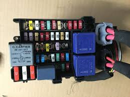 renault megane mk3 coupe 08 14 fuse relay box 1801330 1 d