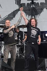 house of shock phil anselmo. phil anselmo, en guest avec denis belanger (voivod), au hellfest 2013. house of shock anselmo