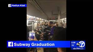 Вести ru Пассажиры метро вручили диплом опоздавшему на церемонию  Пассажиры метро вручили диплом опоздавшему на церемонию студенту Видео