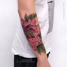 фото мужской цветной татуировки на руке в стиле неотрад ньюскул