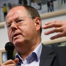 Sarà l'ex ministro socialdemocratico delle Finanze, Peer Steinbrueck, a sfidare Angela Merkel nelle elezioni per la cancelleria tedesca del 29 settembre ... - Steinbrueck-Peer-reuters-258x258