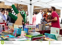 Bücher Auf Ställen An St- Georgetag Redaktionelles Bild - Bild von ställen,  georgetag: 30643720