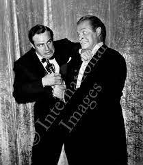 Marlon Brando and Bob Hope fight over Oscar – International Images