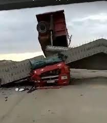 Грузовик субподрядчика «ВАД» обрушил мост в Крыму. Кабина ...