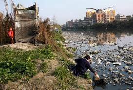 photo essay lives of illegal squatters on the banks of river post navigation