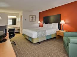 rooms available at la quinta inn tampa near busch gardens deluxe king room