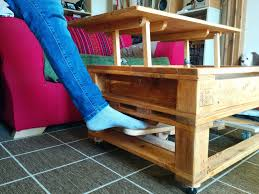 picture of pallet coffee table with lifting top and landing gear