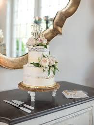 Wedding Cakes By Design Burlington Rustic Meets Romance In This Old Dominion University Alum
