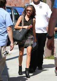 Semi Exclusive Sarah Hyland Arrives To Set With Beefed Up.