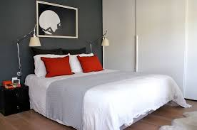 simple yet elegant use of red accent pillows in the small bedroom design into