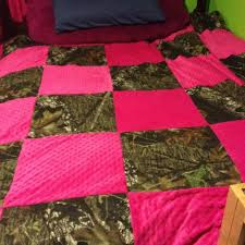 Best 25+ Pink camo bedroom ideas on Pinterest   Pink mossy oak ... & Camo bed comforter. I am gonna make this! Adamdwight.com