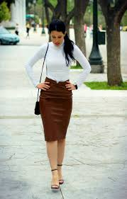 how to wear white turtleneck dark brown leather pencil skirt black leather heeled
