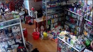Lắp camera giám sát giá để hàng  http://hethonggiamsat.vn/tin-tuc/canh-giac-voi-nan-mat-trom-cua-hang-lap-dat- camera-quan-sat.html/   Sắt, Giao thông, Cửa hàng