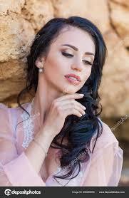 Portrét Mladé Nevěsty V Budoáru Bílá Krajka S Vlnité Tmavé Vlasy