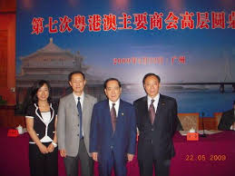 the delegates of the chamber and the industrial association of macao posed a group photo at the conference hall
