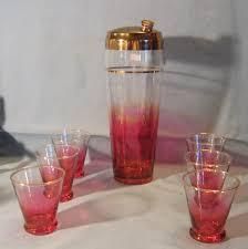 cranberry glass etched cocktail shaker excellent condition 65 00 4030 images cs cranb set jpg 67534 bytes