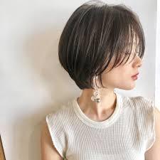 次の髪色はブルージュに決まりハイライトで透明感をgetせよ