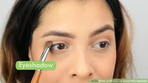 image led make cat eyes with eyeliner step 1