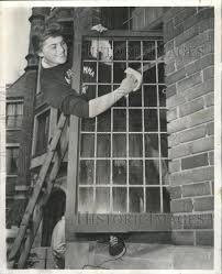 1954 Press Photo Wendy Robbins Kappa Gamma home window - RRW41087 |  Historic Images