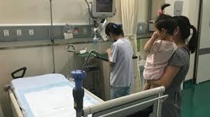 Bé gái 5 tuổi mà 'khí hư' như người lớn, chữa mãi không khỏi: BS truy mãi  hóa ra tại mẹ