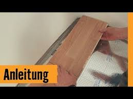 Der fußboden ist bereits begehbar. Parkett Verlegen Snap Hornbach Meisterschmiede Youtube In 2020 Parkett Verlegen Parkett Verlegen