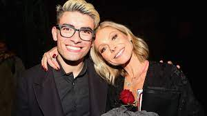 Kelly Ripa's son Michael weighs in on ...