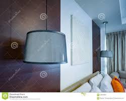 Lichte Lamp Witte Hanger Op Plafond In Slaapkamer Stock Foto