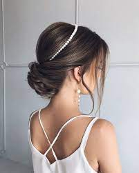 Длинные распущенные волосы и собранные назад передние прядки. Krasivye Idei Vypusknoj Pricheski 2021 Novinki I Trendy Pricheski Na Vypusknoj