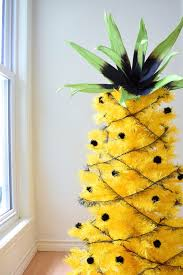 How to decorate a pineapple tree for summer.