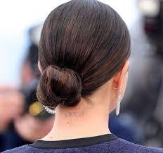 セレーナゴメスのミディアムヘアが万能で可愛すぎるヘアアレンジも